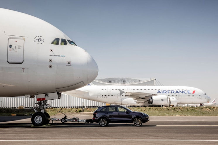 VIDEO: Porsche Sets Guinness Record With Cayenne S Diesel and Airbus A380