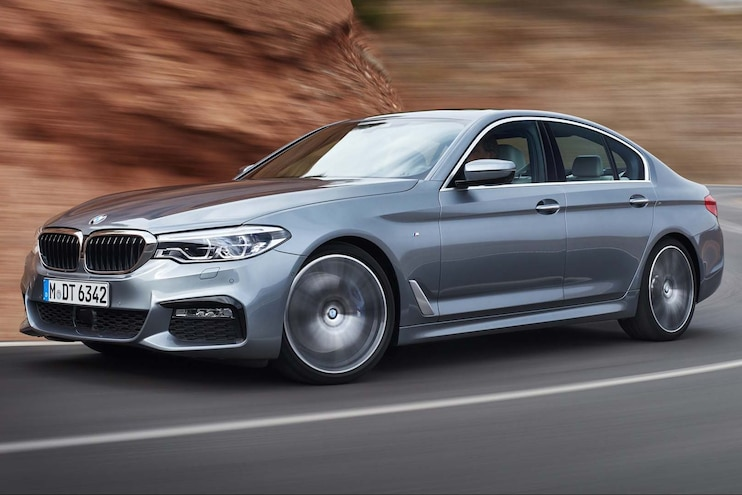 2017 BMW 540i Front Three Quarter In Motion 09 E1476309501174