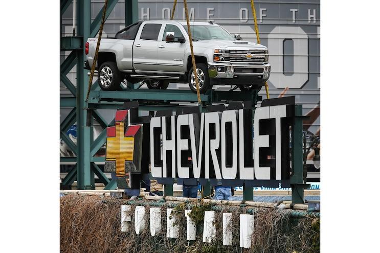 Auto News 8 Lug Work Truck 2018 Chevy Silverado 2500 Hd Fountain Comerica Park Detroit Michigan Major League Baseball Mlb