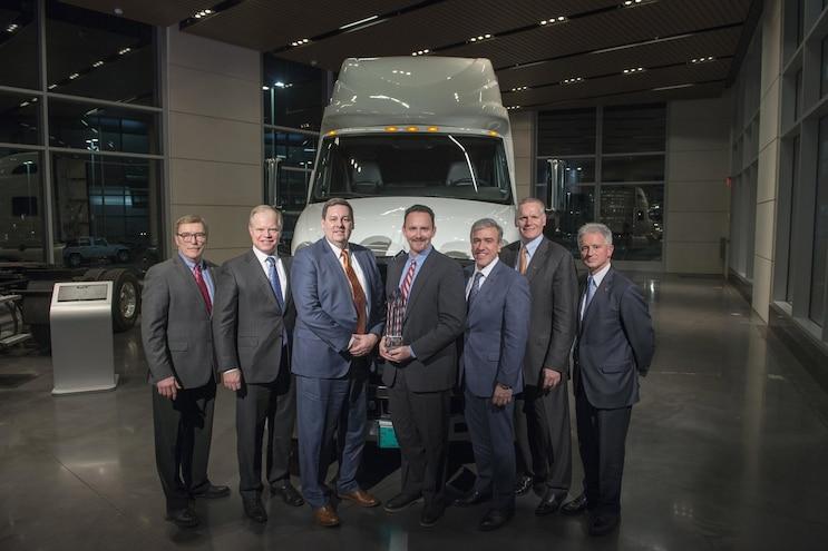 Auto News 8 Lug Work Truck Navistar Donaldson Company Filtration Systems Diamond Supplier