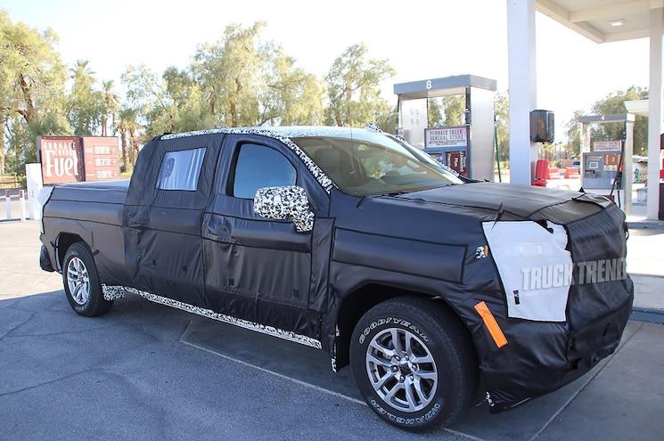 2019 Chevrolet Silverado 1500 Diesel Front Quarter 01