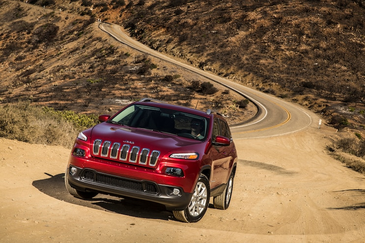 2016 Jeep Cherokee Limited Front Three Quarter 02