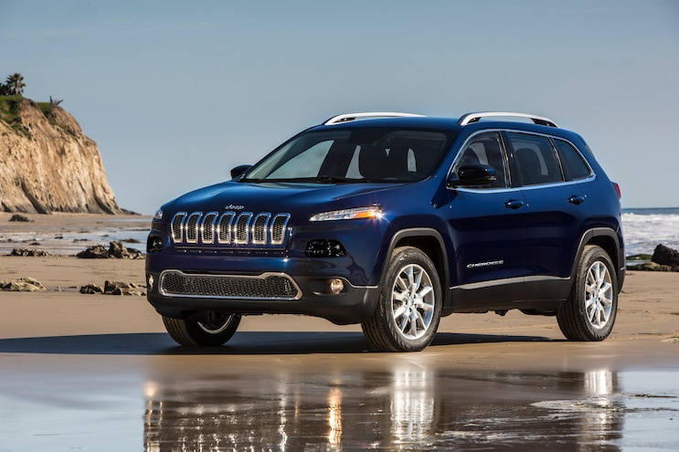 2016 Jeep Cherokee Limited Front Three Quarter 03