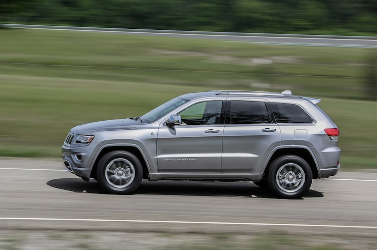 2016 Jeep Grand Cherokee Overland Side In Motion