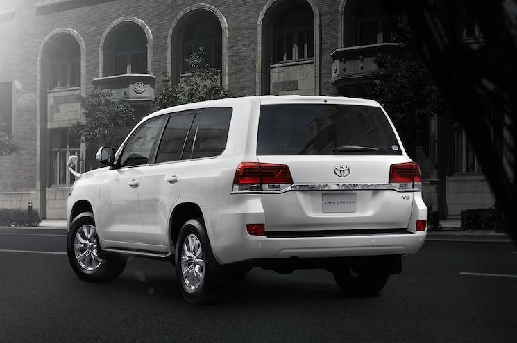 2016 Toyota Land Cruiser 200 Japan Spec Rear Three Quarter 1