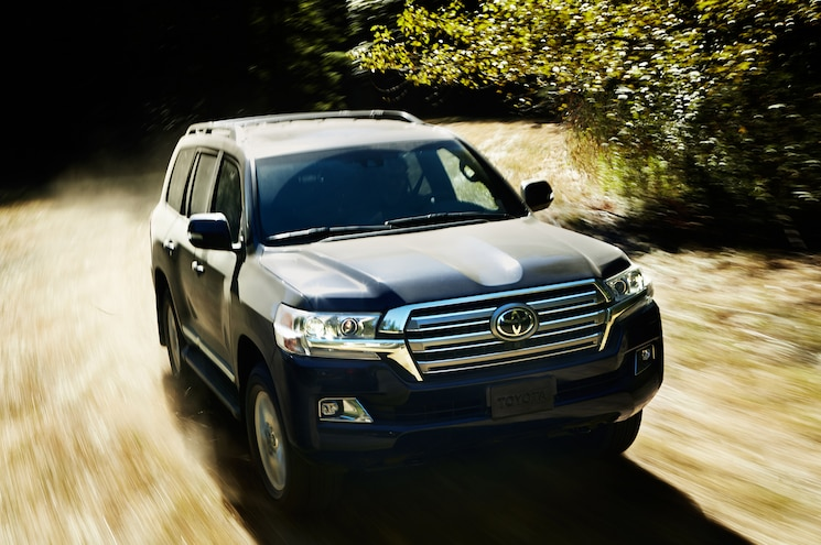 2016 Toyota Land Cruiser Front Off Road In Motion 07