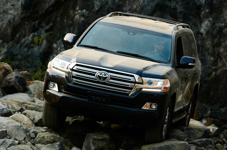 2016 Toyota Land Cruiser Front Off Road In Motion 05