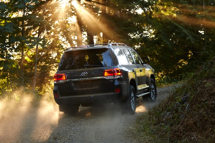 2016 Toyota Land Cruiser Rear Off Road In Motion 03