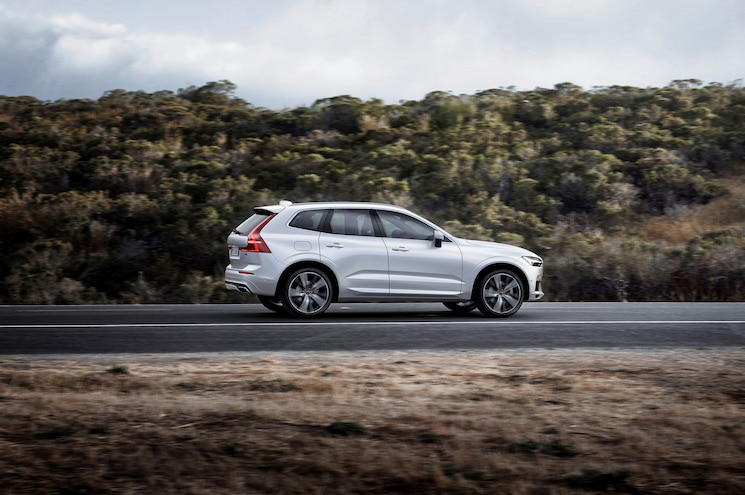 2018 Volvo Xc60 R Design Exterior Rear Quarter 01