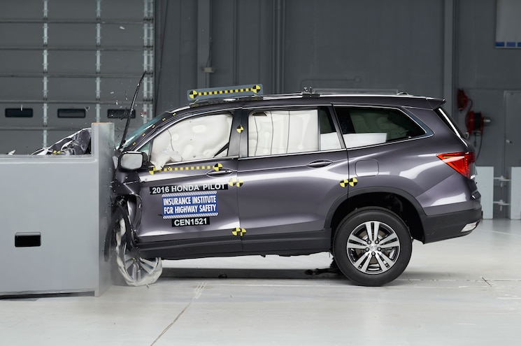 2016 Honda Pilot Gets Top Safety Pick+ Rating from IIHS
