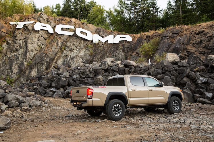 2016 Toyota Tacoma TRD Off Road Passenger Side View