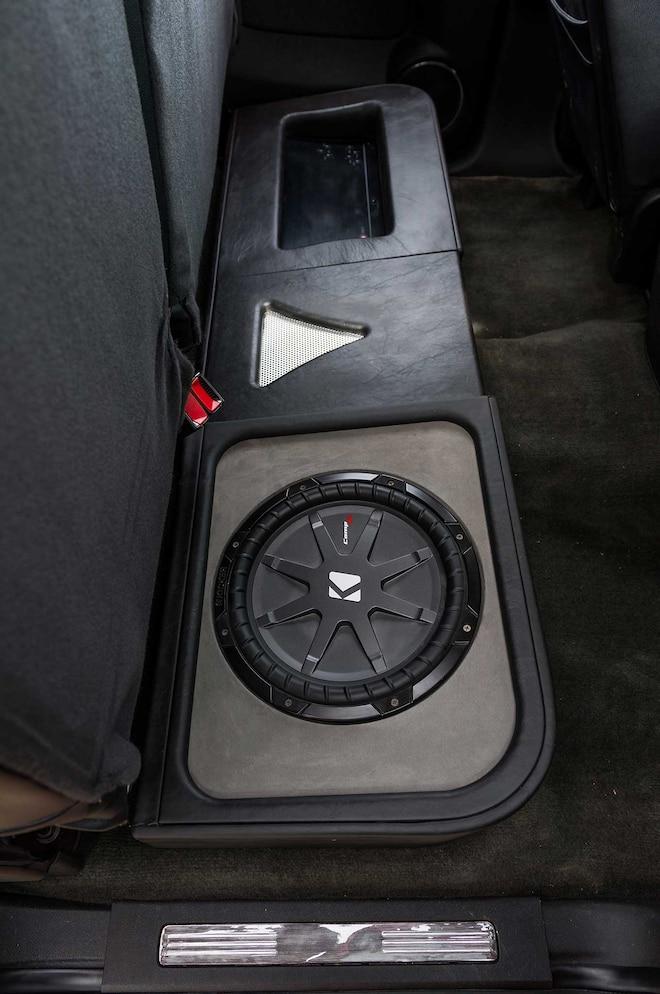 2008 Gmc Sierra Denali Crt Subwoofer 012