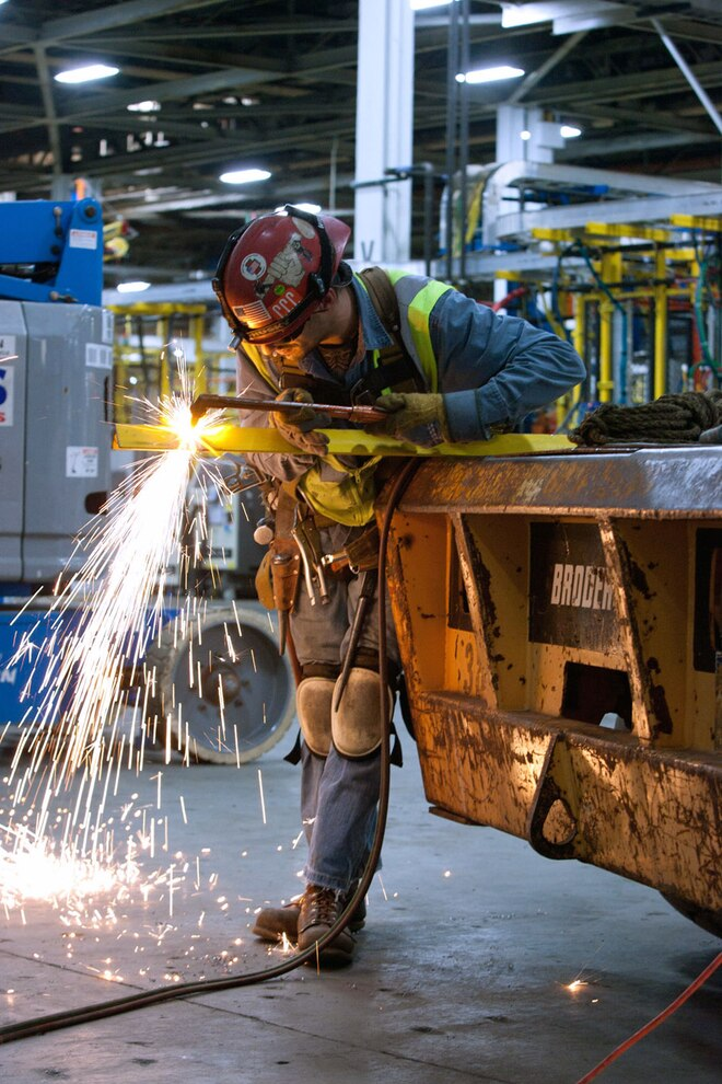 Auto News 8 Lug Work Truck Gm Investing 1 Billion In Us Manufacturing 1500 Jobs Axles Michigan