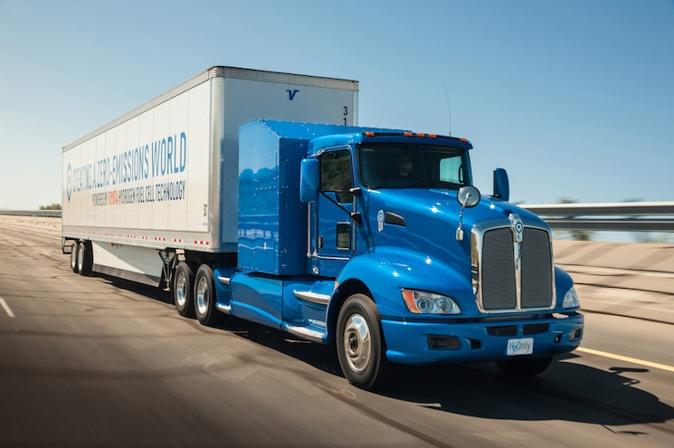 "Toyota ""Project Portal"" Puts Fuel Cell Tech in Class-8 Truck"