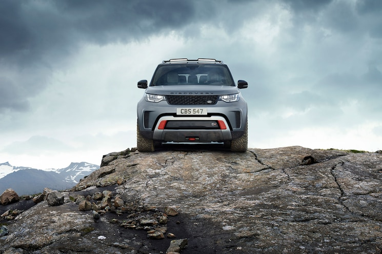 2018 Land Rover Discovery Svx Concept Front View 01