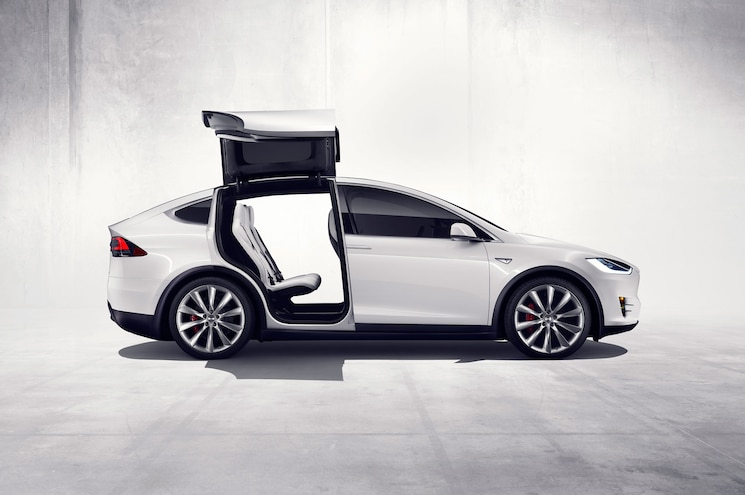 2016tesla Model X Profile Doors Open