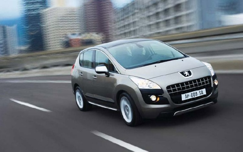 peugeot 3008 front Rolling View