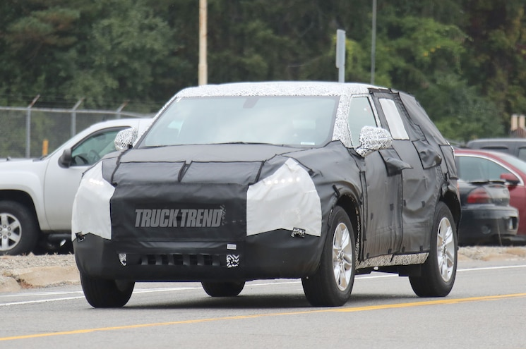2019 Chevrolet Blazer Front Quarter 01