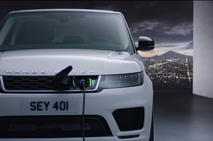 2018 Range Rover Sport P400e Exterior Front Charge Port