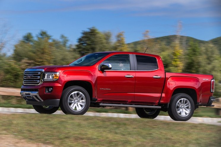 2016 GMC Canyon SLT Diesel Front Three Quarter In Motion 02