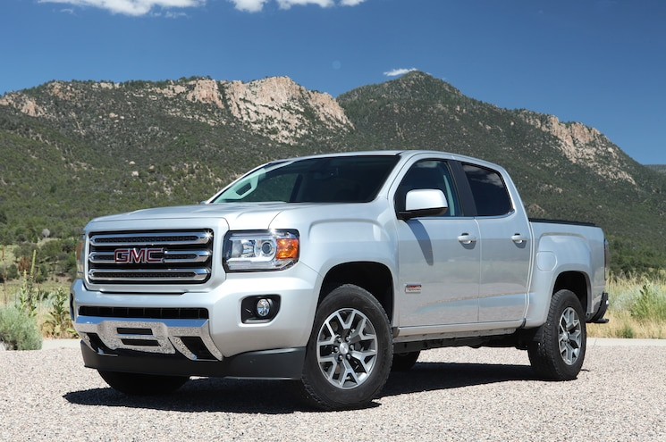 2016 GMC Canyon All Terrain Front Three Quarter 01