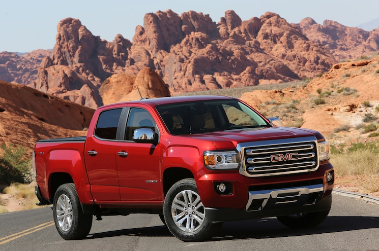 2016 GMC Canyon SLT Front Three Quarter 01