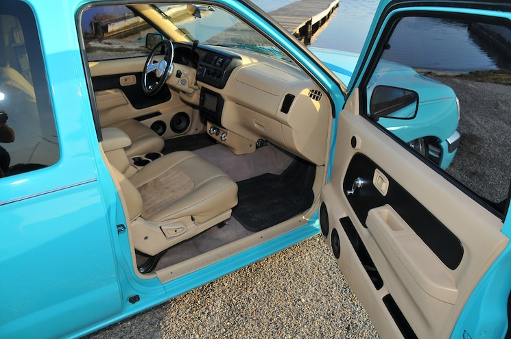 2000 Nissan The Frontier Interior