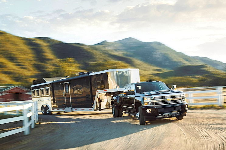 Buyers Guide 2017 Chevrolet Silverado 3500hd Front Passenger Side Motion Towing