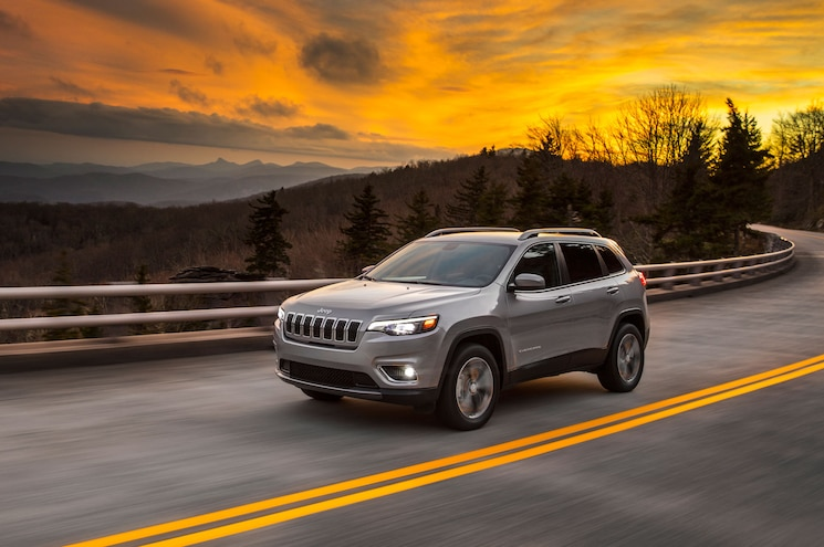 2019 Jeep Cherokee Limited Front Quarter