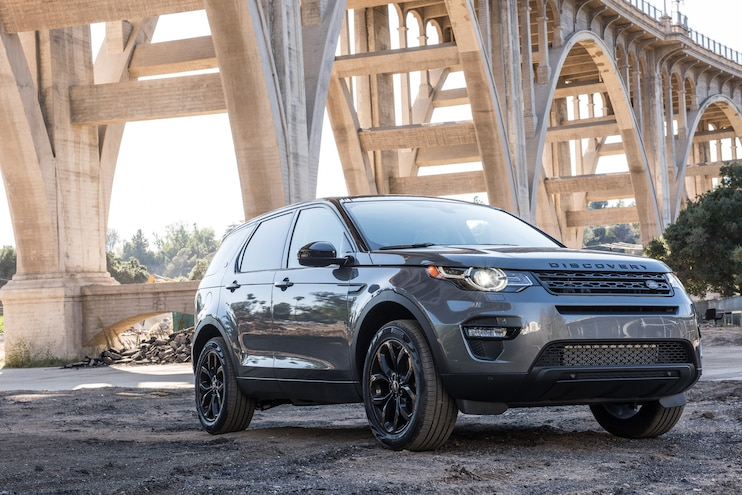 2016 Land Rover Discovery Sport HSE Front Three Quarters