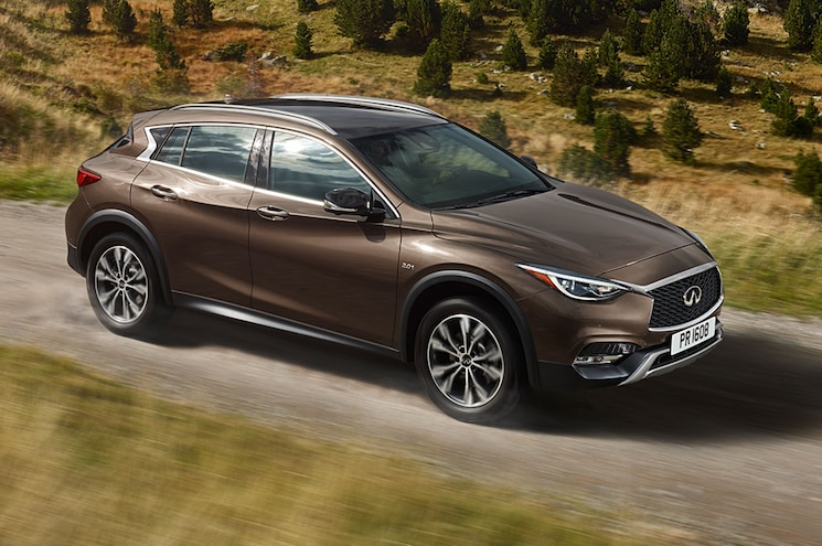 2017 Infiniti QX30 Side Motion View On Road