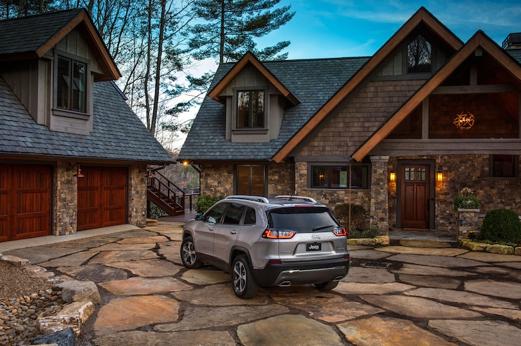2019 Cherokee At House
