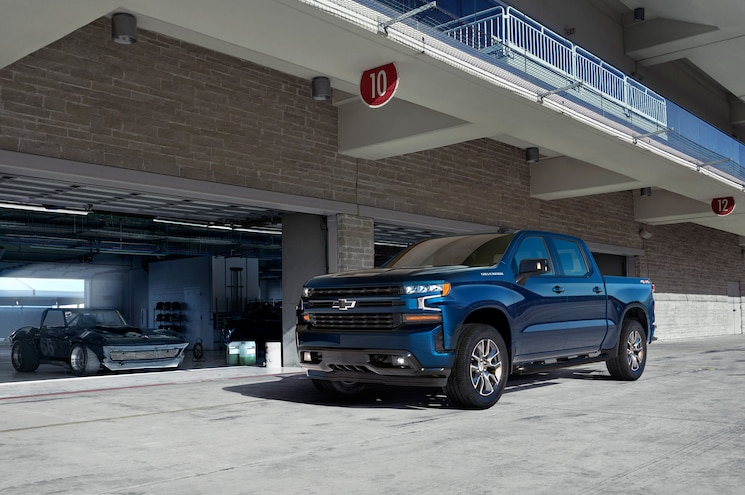 2019 Chevrolet Silverado 1500 Exterior Front Quarter 06