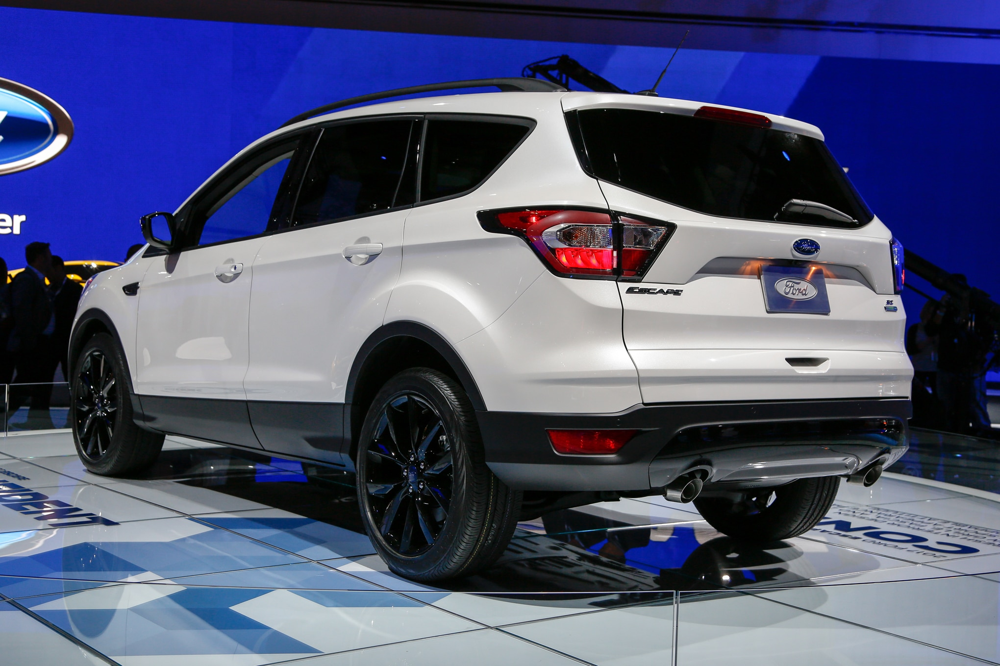 2017 Ford Escape Se Rear Three Quarter 02