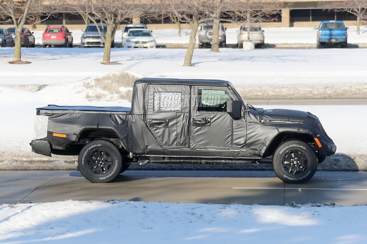 2019 Jeep Wrangler Scrambler Side Profile 02