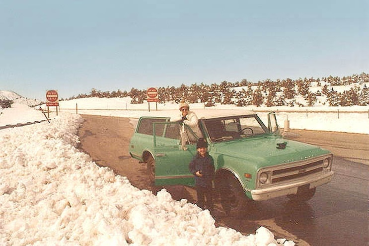 006 1968 Chevrolet Suburban K20 In Snow
