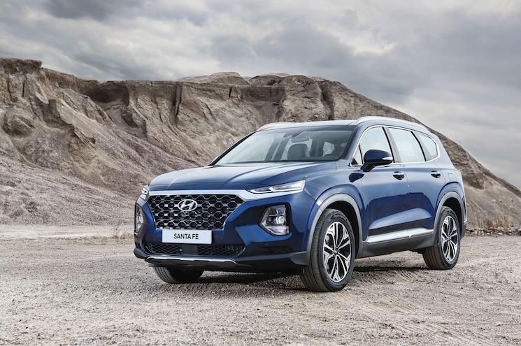 2019 Hyundai Santa Fe Exterior Front Quarter 01