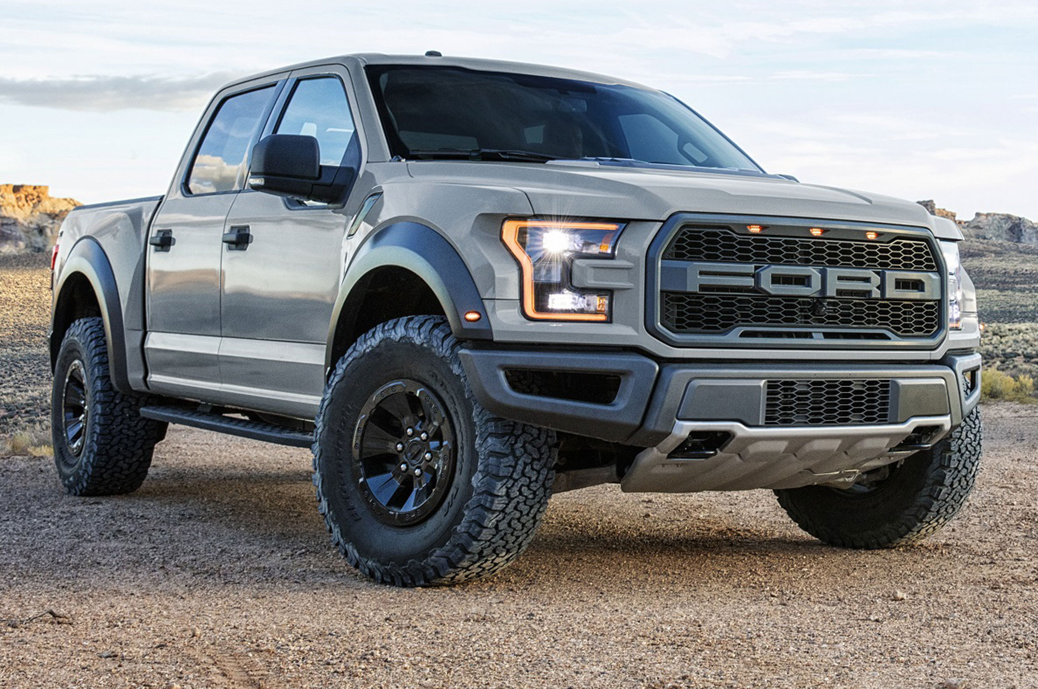 2017 Ford F 150 Raptor Supercrew Front Side View Photo Gallery 67 Photos