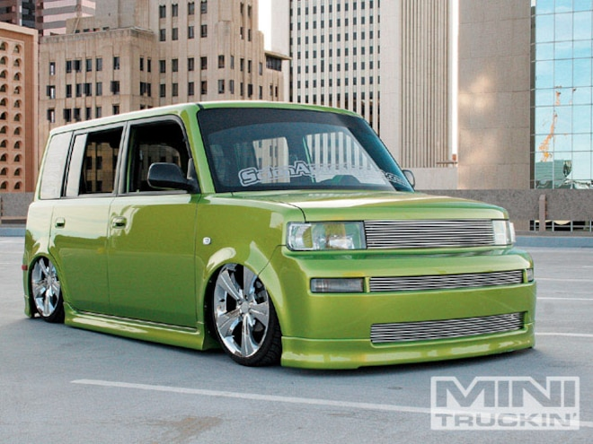 2004 Scion Xb front Right View