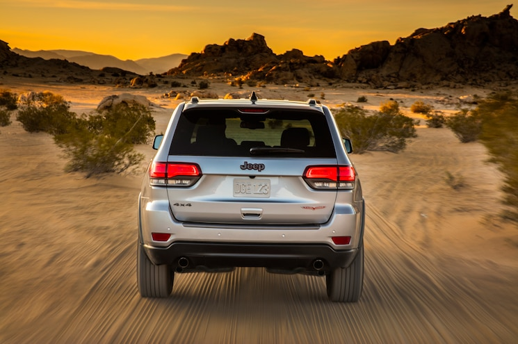 2017 Jeep Grand Cherokee Trailhawk Rear End In Motion