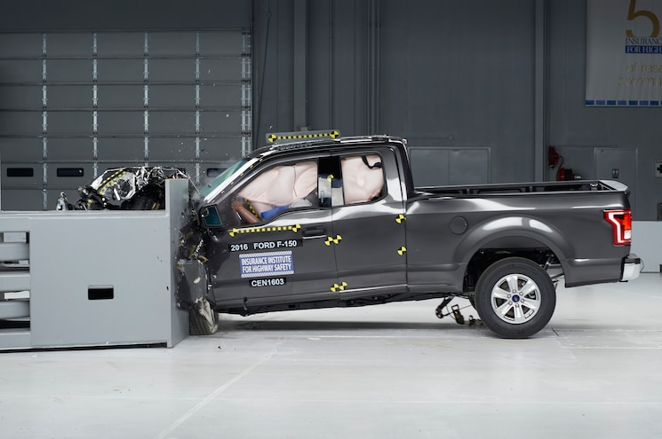 2016 Ford F-150 Earns IIHS Top Safety Pick In All Configurations