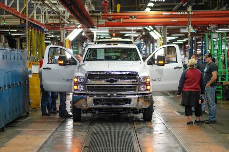 2019 Chevrolet Silverado 4500hd Production Line 02