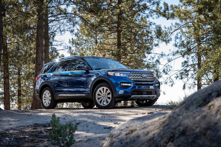 2020 Ford Explorer Limited Exterior Front Quarter 01