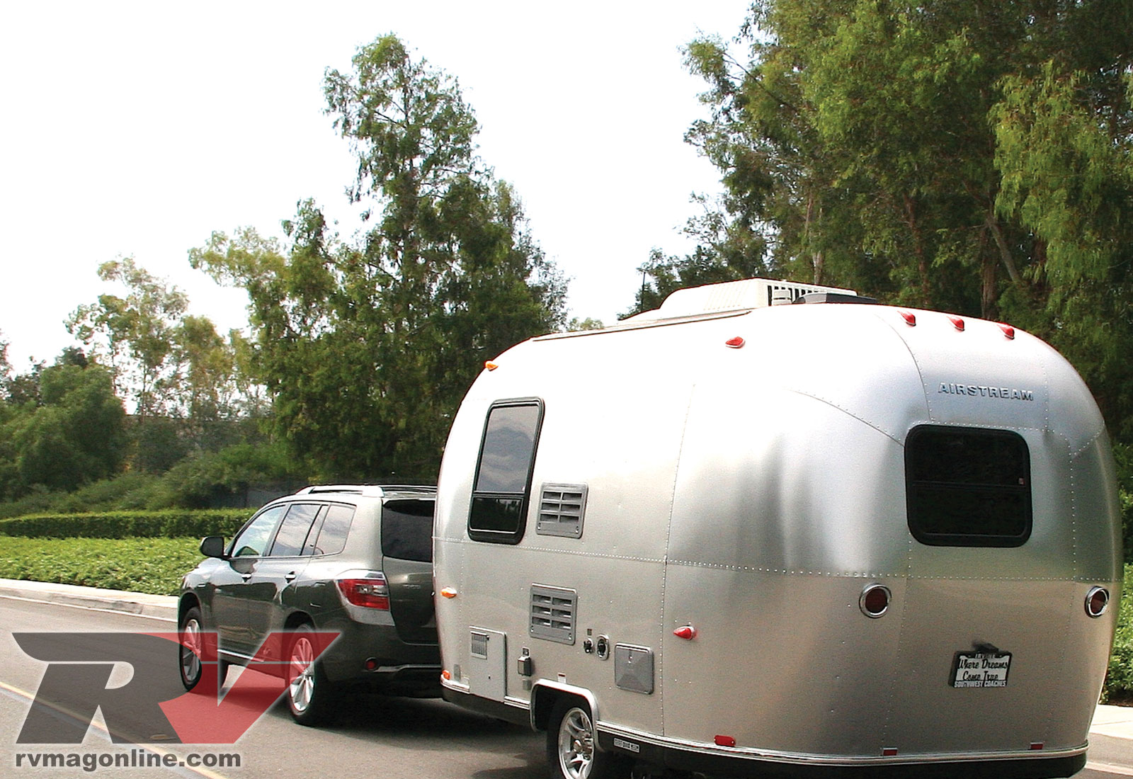 0906rv 01 2008 Toyota Highlander Hybrid Airstream Trailer Left Rear View Photo Gallery 4 Photos