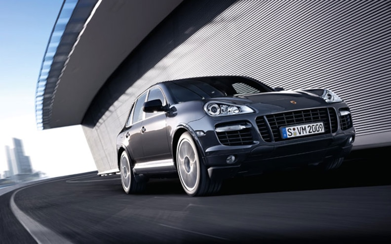 2009 Porsche Cayenne Turbo S front Rolling View