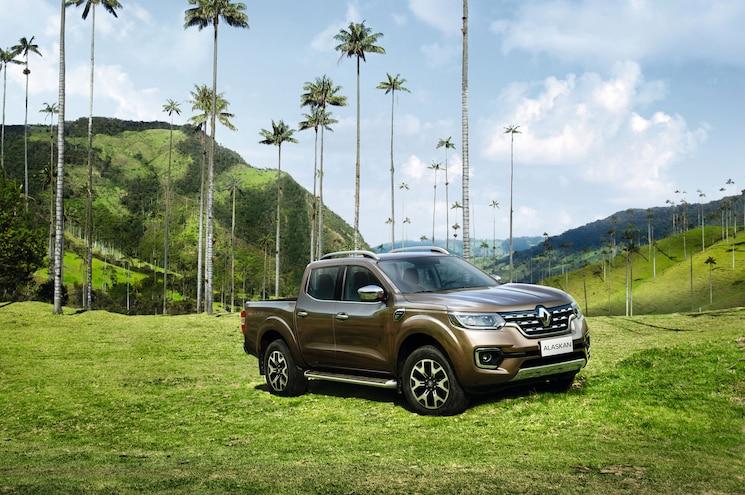 2017 Renault Alaskan Front Quarter 01