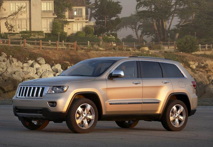 2011 Jeep Grand Cherokee front View