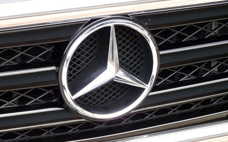 2009 Mercedes Benz G550 grille Badge