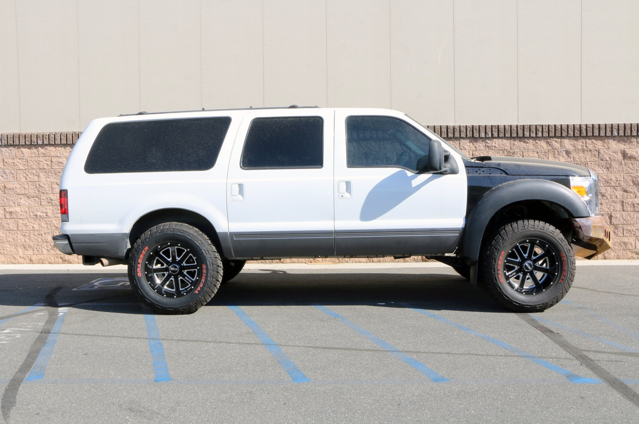 Devious Customs Installs A 6 Inch Fabtech Lift On A 2001 Ford Excursion