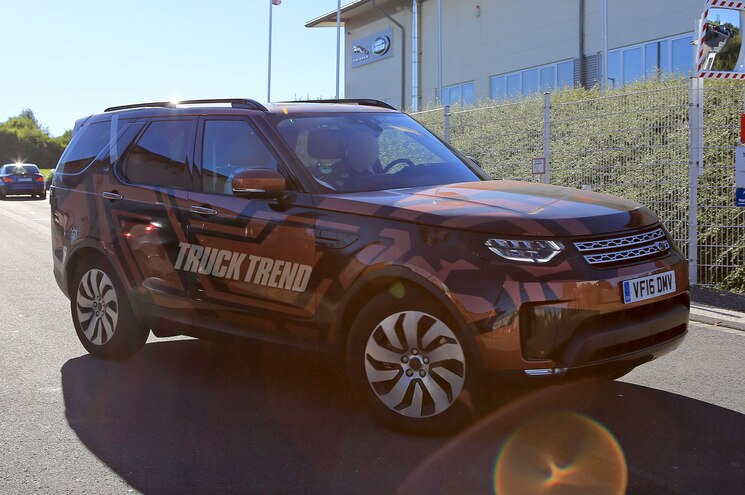 SPIED: 2018 Land Rover Discovery Without Camouflage
